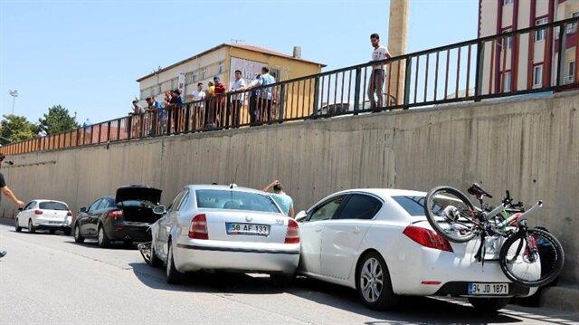 Yozgat Haber: Yozgat dört yol kavşağı alt geçidinde meydana gelen trafik kazasında 2 kişi yaralandı.