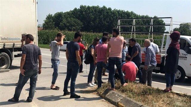 Sakarya'nın Akyazı ilçesinde meydana gelen trafik kazasında, motosiklet tırın altında kaldı.