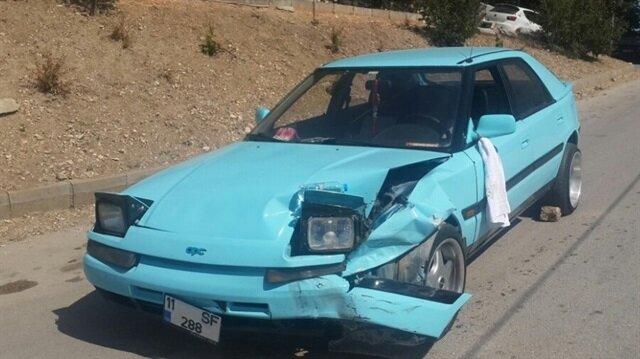 Bilecik'te iki otomobilin kafa kafaya çarpışması sonucu meydana gelen trafik kazasında 3 kişi yaralandı.