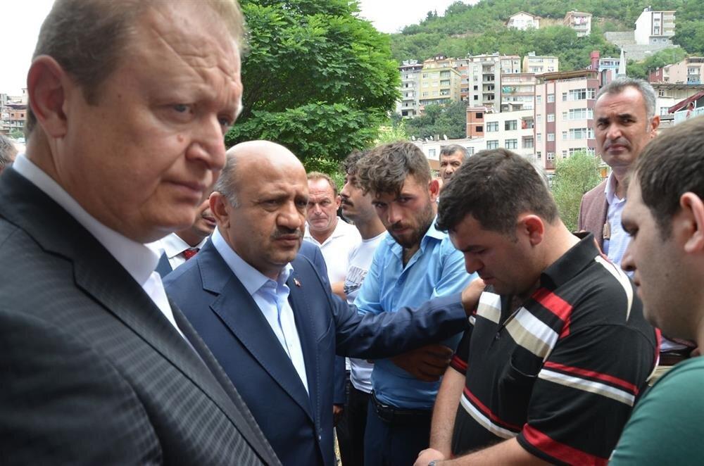 Cenazeye Başbakan Yardımcısı Fikri Işık da katıldı.