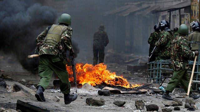 Anti riot policemen clash with protesters supporting opposition leader Raila Odinga in Mathare
