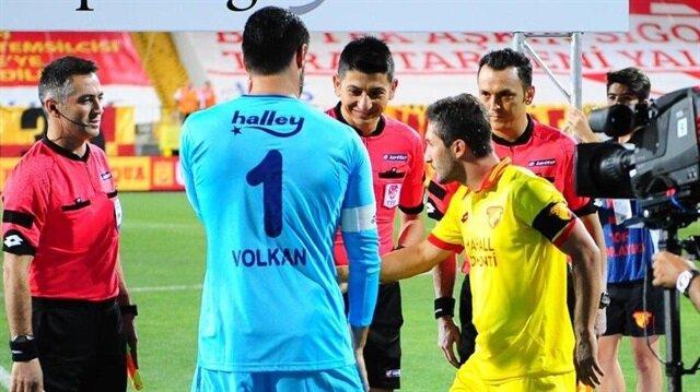 Volkan Demirel ve Sabri Sarıoğlu maç öncesinde tokalaşmadı.