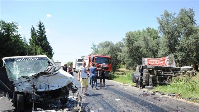Bursa'da kamyonet ile cipin kafa kafaya çarpıştığı kazada 2'si ağır 6 kişi yaralandı
