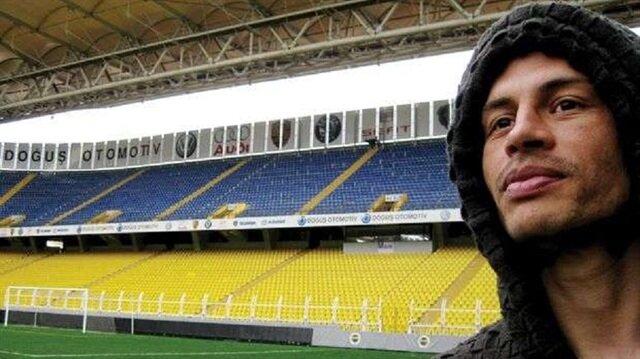 2004-2012 yılları arasında Fenerbahçe forması giyen Alex, sarı-lacivertli taraftarların büyük sevgisini kazanmıştı.