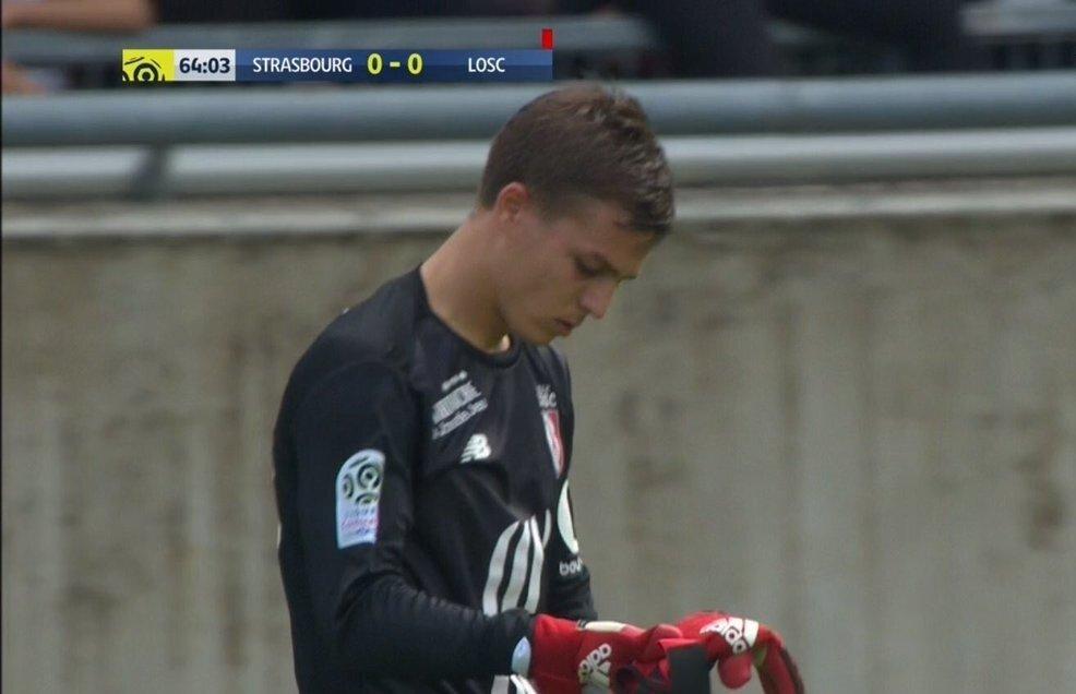 Enyeama'nın kırmızı kartı sonrasında kaleye forvet oyuncusu Nicolas de Preville geçti.