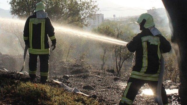 Kars'ta ormanlık alanda çıkan yangın, itfaiye ekipleri ve TOMA'ların çalışması ile söndürüldü.