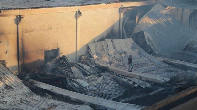 Yangın nedeniyle fabrikada ciddi hasar meydana geldi.