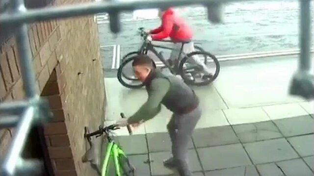 Bisikleti bıraktı, saniyeler içinde çalındı ve sonrası...