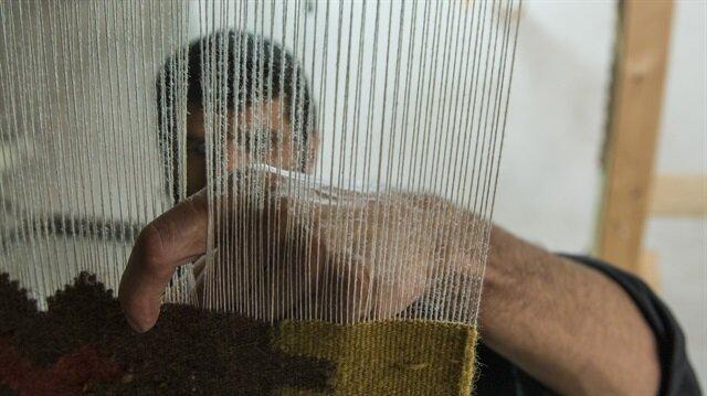 لاجئ سوري يصدّر من تركيا سجاده اليدوي لدول الخليج