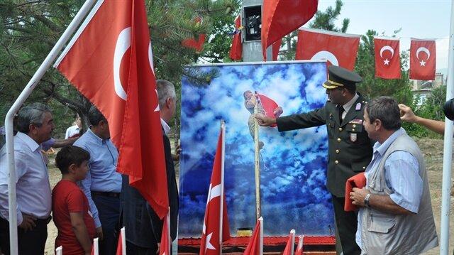 Şehidin bayrak sevgisi kabrinde anıt oldu