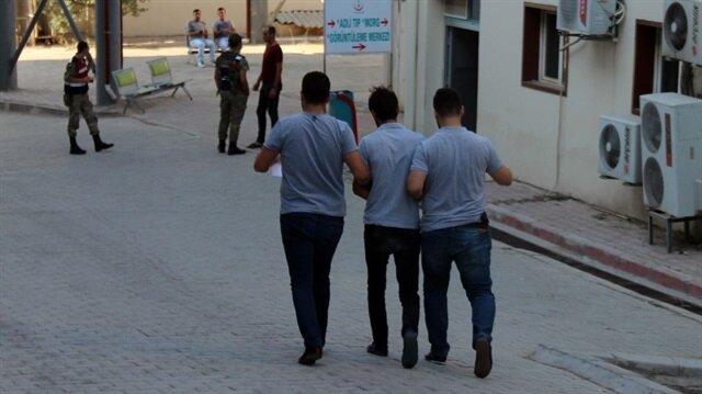 Gözaltına alınan şahıslar İl Emniyet Müdürlüğüne götürüldü.
