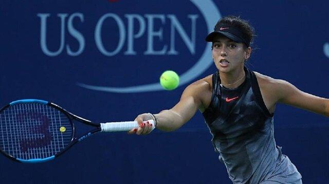 Milli tenisçi İpek Soylu, İspanyol Suarez Navarro'ya 2-0 yenilerek ABD Açık Turnuvası'na ilk turda veda etti.