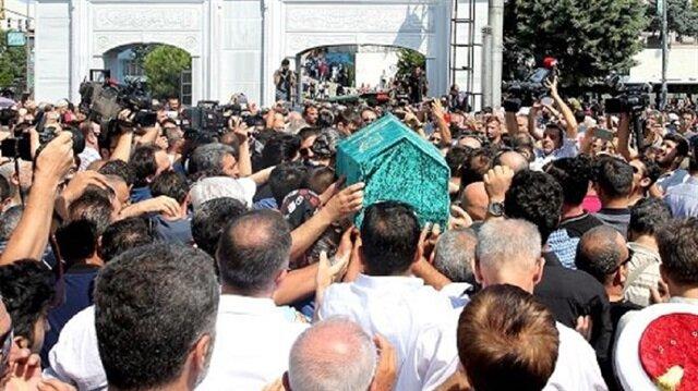 Vatan Şaşmaz'ın cenazesinde çirkin görüntüler