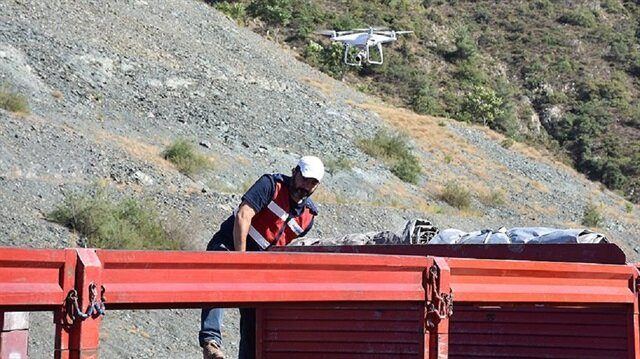 Orman yangınlarının etkili olduğu alanlarını ölçmek isteyen ormancılar, üzerinde gelişmiş GPS sistemi olan, konum bilgilerini kısa sürede aktaran dronelar sayesinde zarar gören alanın büyüklüğünü hesaplayabiliyor.