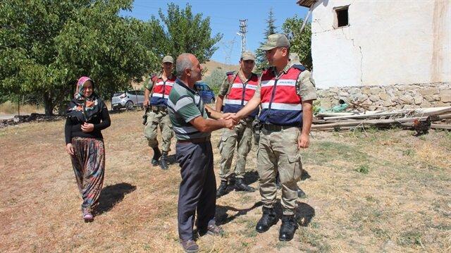 Amasya'nın Suluova ilçesinde hayvanları çalınan besici, 23 büyükbaş hayvanını bulan jandarma ekibine uzun süre sarıldı