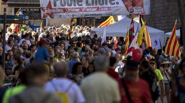 الآلاف يتظاهرون في برشلونة للمطالبة باستقلال كتالونيا