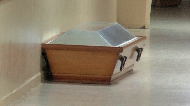 Asal ailesi, yakınlarının cenazesi yerine, başka cenazeyi görünce şaşkına döndü.