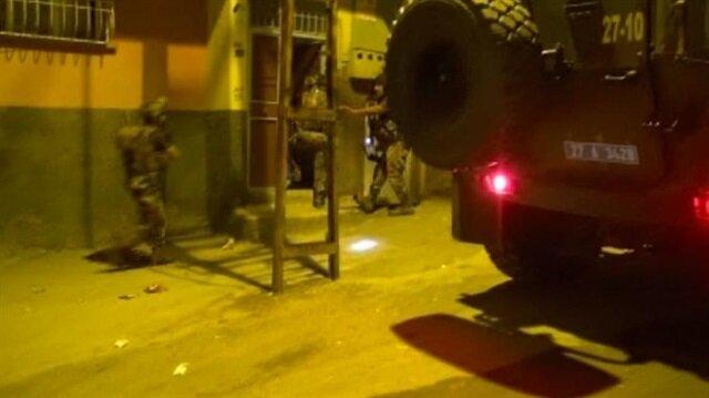 Suriye'de canlı bomba eğitimi alan terörist, polisin operasyon ile yakalandı.