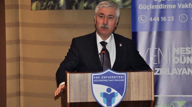Ege Üniversitesi eski rektörü Cüneyt Hoşcoşkun'un, Erdoğan ile arasında muhabbet oluşması için muska yaptırdığı ortaya çıktı.