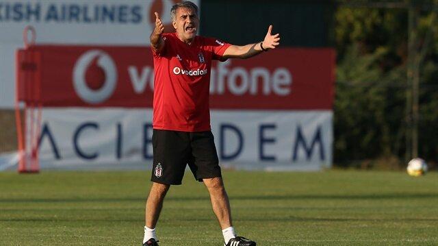 Beşiktaş Teknik Direktörü Şeneol Güneş  (Fotoğraf Arşiv'den alınmıştır.)
