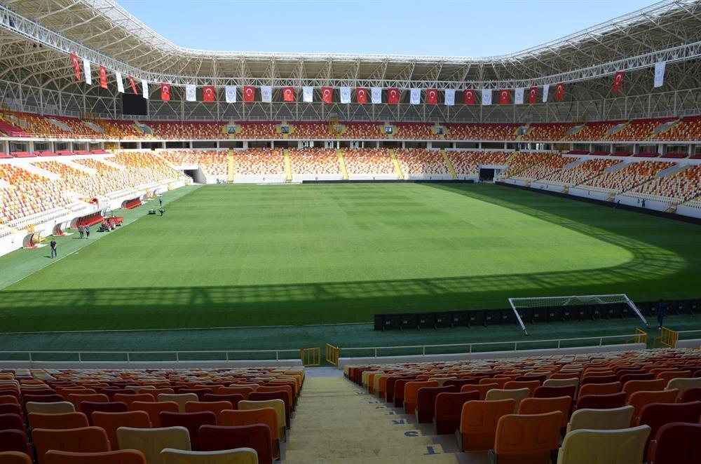 Türkiye yeni bir stada daha kavuştu: 27 bin kişilik Yeni Malatya Stadı, Bursaspor maçıyla kapılarını taraftarlara açtı.