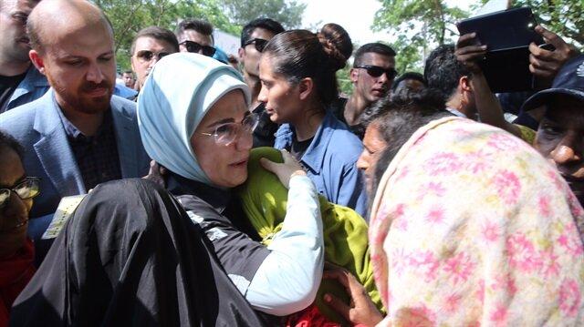 Emine Erdoğan, geçtiğimiz haftalarda Bangladeş'te kalan Arakanlı Müslümanları ziyaret etmişti.