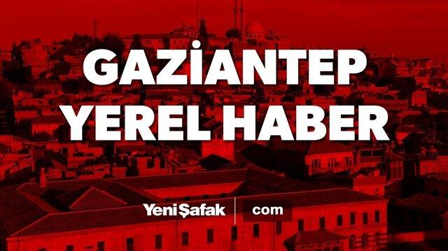 Gaziantep'te hafif ticari araçla kamyonun çarpışması sonucu 3 kişi öldü, bir kişi yaralandı.