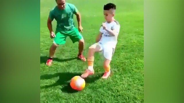 Küçük Ronaldo yeteneğiyle mest etti