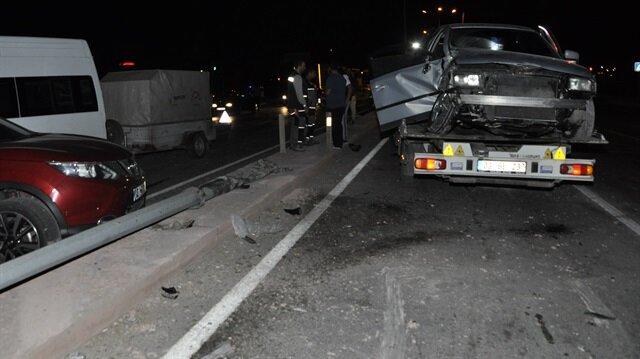 5 aracın karıştığı kazanın meydana geldiği yol bir süre trafiğe kapatıldı.