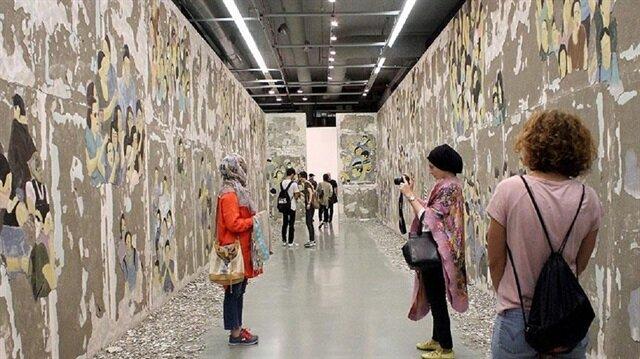 32 ülkeden 55 sanatçının ev, mahalle ve aidiyet kavramlarını tartışmaya açan işlerin sergilendiği İstanbul Bienali, 12 Kasım'a kadar ücretsiz ziyaret edilebilecek.