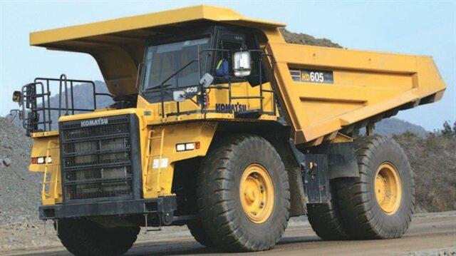 Komatsu HD605-7 modeli tam yüklüyken 110 ton ağırlığa ulaşıyor.