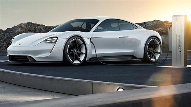 Alman otomotiv devi Porsche, 2019 yılında piyasaya çıkaracağı yüzde yüz elektrikle çalışacak olan aracının tasarımı ve motor gücü ile rakiplerini geride bırakacak.