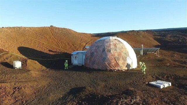 """8 ay boyunca """"Mars'ta yaşam simülasyonu""""na katılan altı bilim adamının deneyi sona erdi."""