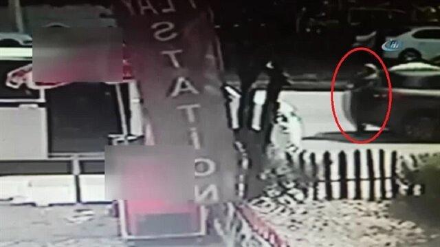 Geri manevra yapan otomobil kadına çarptı