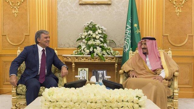 العاهل السعودي يستقبل
