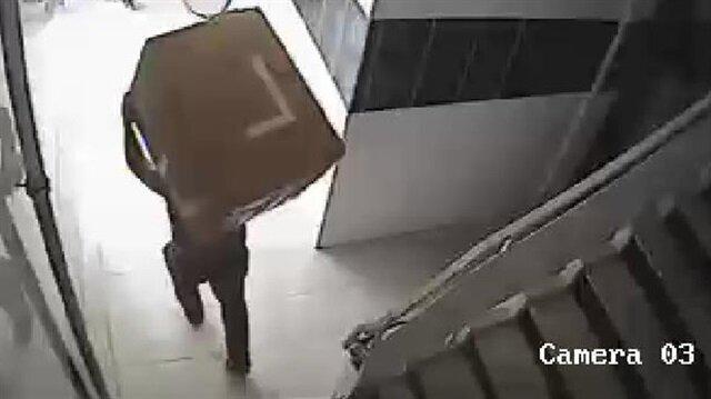Kameralar olay anını saniye saniye kaydetti.