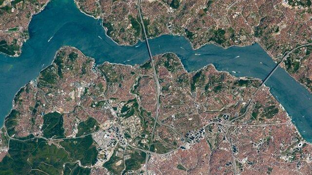 Paylaşılan fotoğrafta 15 Temmuz Şehitler Köprüsü ve Fatih Sultan Mehmet Köprüsü görülüyor.