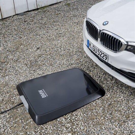 BMW'den elektrikli araçlar için kablosuz şarj cihazı