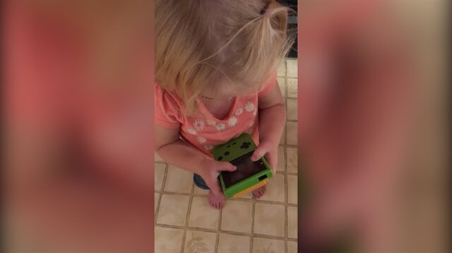 Dokunmatik ekrana alışık miniğin tetrisle dramı