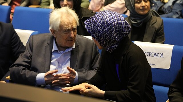 Dr. Esra Albayrak (R) and Dr Michel Odent (L)