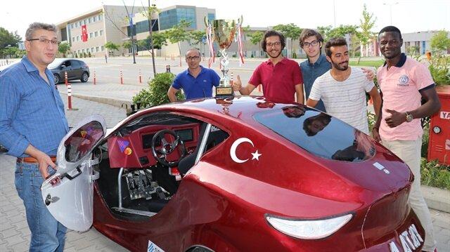 Üniversitenin Elektrikli Araç Laboratuvarı'nda üretilen, kilometrede 2,5 kuruş elektrik tüketen aracın 1 kuruş sınırının altına çekilmesi konusunda çalışmalar devam ediyor.