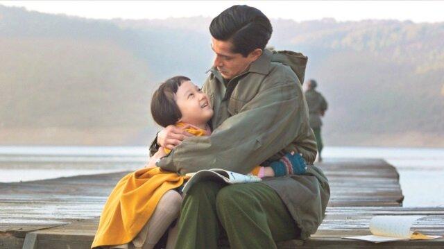 Film, 1950'de Kore Savaşı'nda yer alan Süleyman Astsubay'ın savaş meydanında bulduğu 5 yaşındaki Koreli yetim kız (Ayla) ile yaşadıklarını anlatıyor.