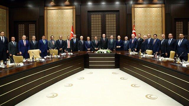 Cumhurbaşkanı Erdoğan Kulüpler Briliği Vakfı Yönetimi'ni kabul etti.