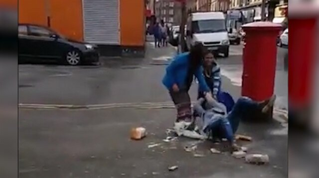 Çocuğunun çığlıkları arasında kadını yerlerde sürüklediler!