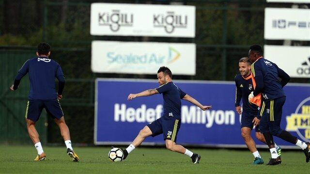 Fenerbahçe'nin Fransız futbolcusu Valbueana, Kamerunlu file bekçisi Carlos Kameni'yle gerginlik yaşadı.
