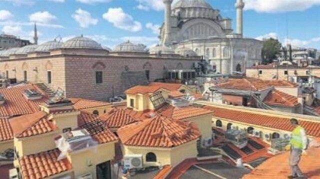 Tarihi çarşının çatısı en az 200 yıllık.