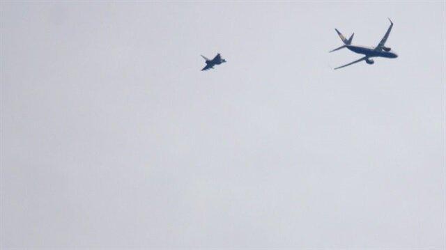 Litvanya'dan İngiltere'ye uçan bir yolcu uçağına savaş uçakları eşlik etti.