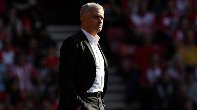 Dünyanın en başarılı teknik adamlarından olan 54 yaşındaki Mourinho, bu sezon Manchester United'ın başında çıktığı 10 maçta mağlubiyet yaşamadı.