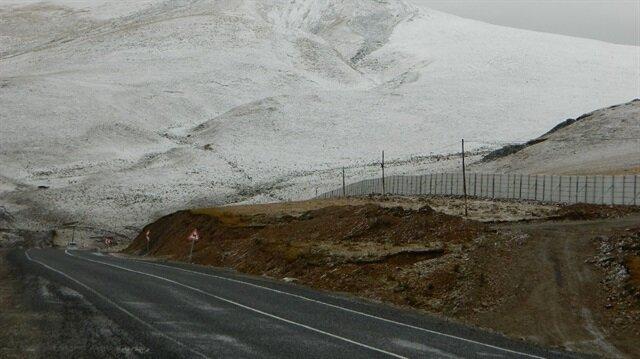 Ardahan'da kar yağışı ve dolu etkili oldu-Ardahan hava durumu