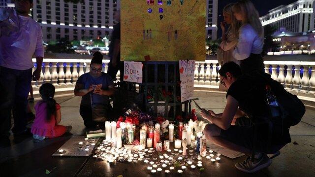 Las Vegas'taki silahlı saldırını kurbanları anılıyor.